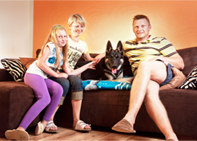 Happy family with dog from working german shepherd breeding Napór