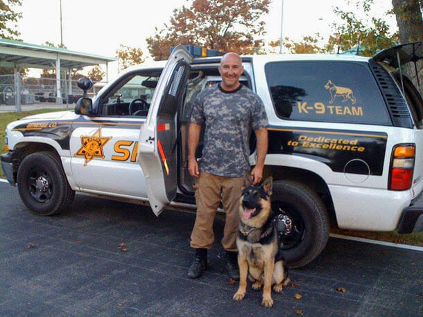 Uzi Napór with handler in K9 police department in USA